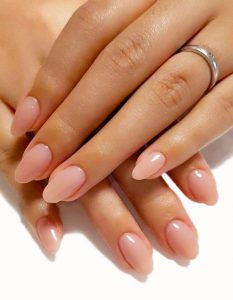 Les ongles formes ovales